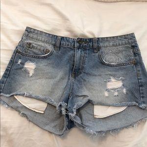 Billabong frayed jean shorts size 28